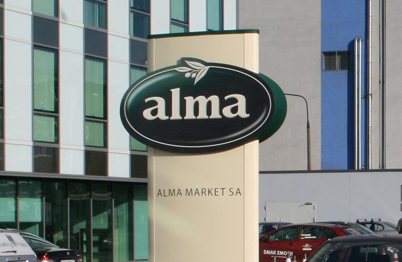 Pylon przed siedzibą Almy